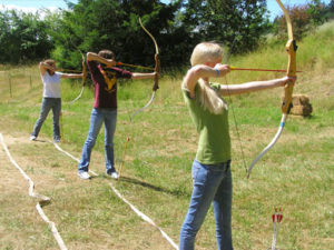 archery-recreation-at-camp-tilikum