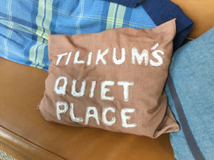 tilikum-quiet-place-pillow
