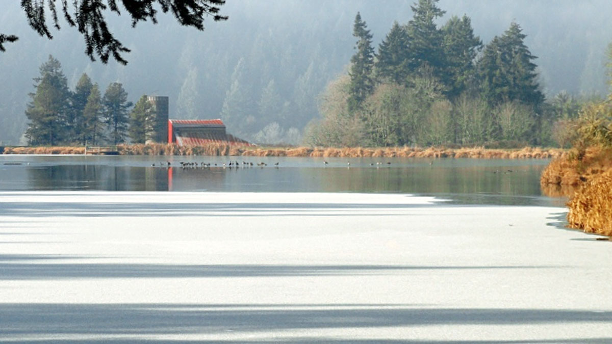 frozen-lake-tilikum-and-barn