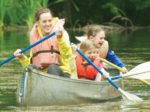 counselor-and-kids-canoe